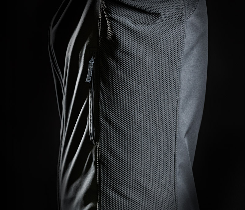 1/2 ABRASION-RESISTANT STRETCH PANELS FOR EXTRA BREATHABILITY